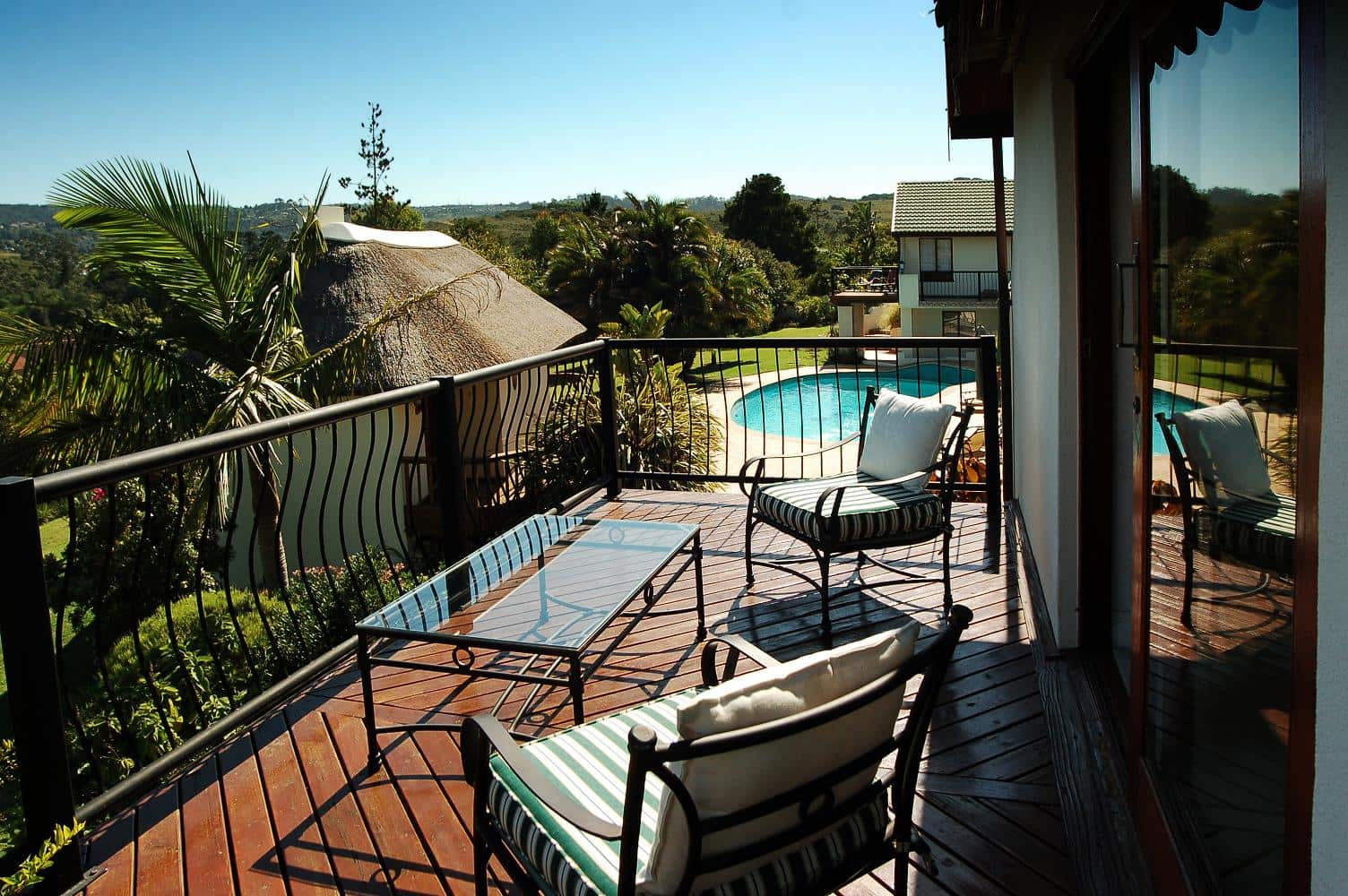 Gallery knysna country house for Balcony lounge