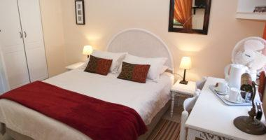 Budget accommodation standaard kamer standard zimmer rom Knysna Country House, South Africa